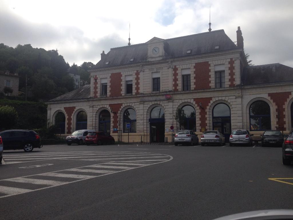 Gare sncf de figeac transport ferroviaire place gare for Garage de la gare bretigny
