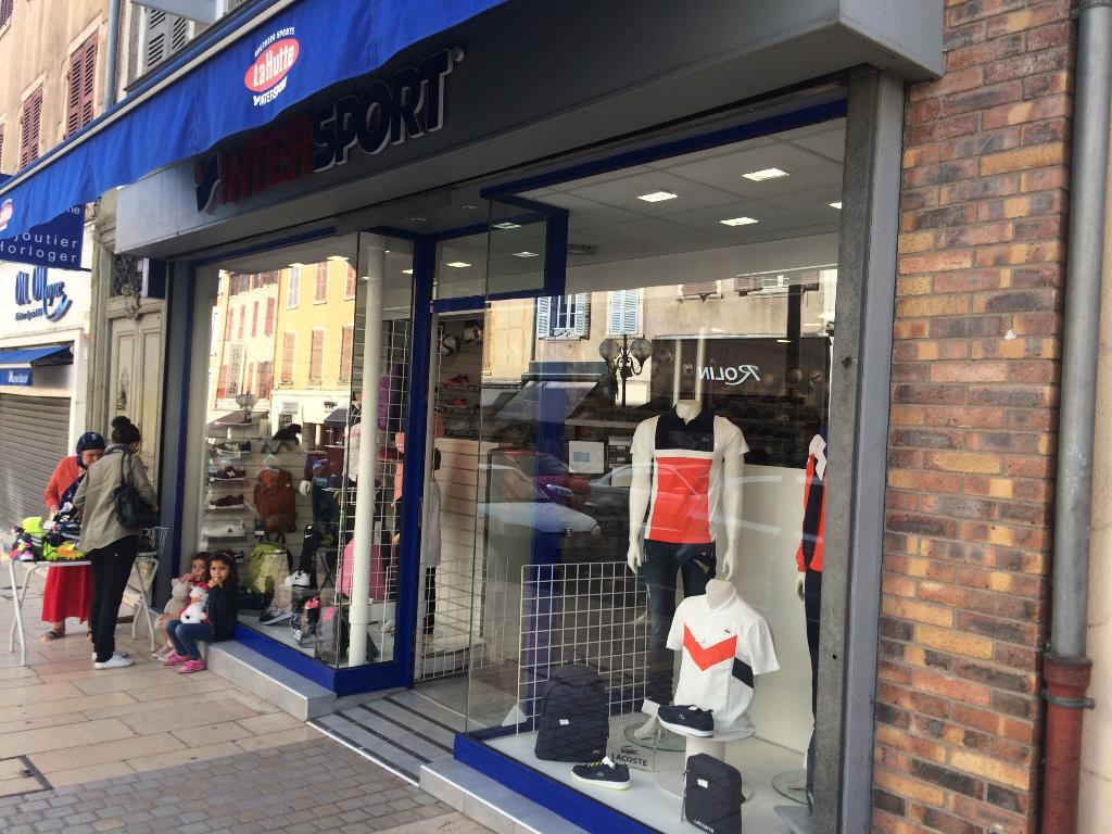 Intersport la hutte magasin de sport 482 rue nationale - Magasin meuble villefranche sur saone ...