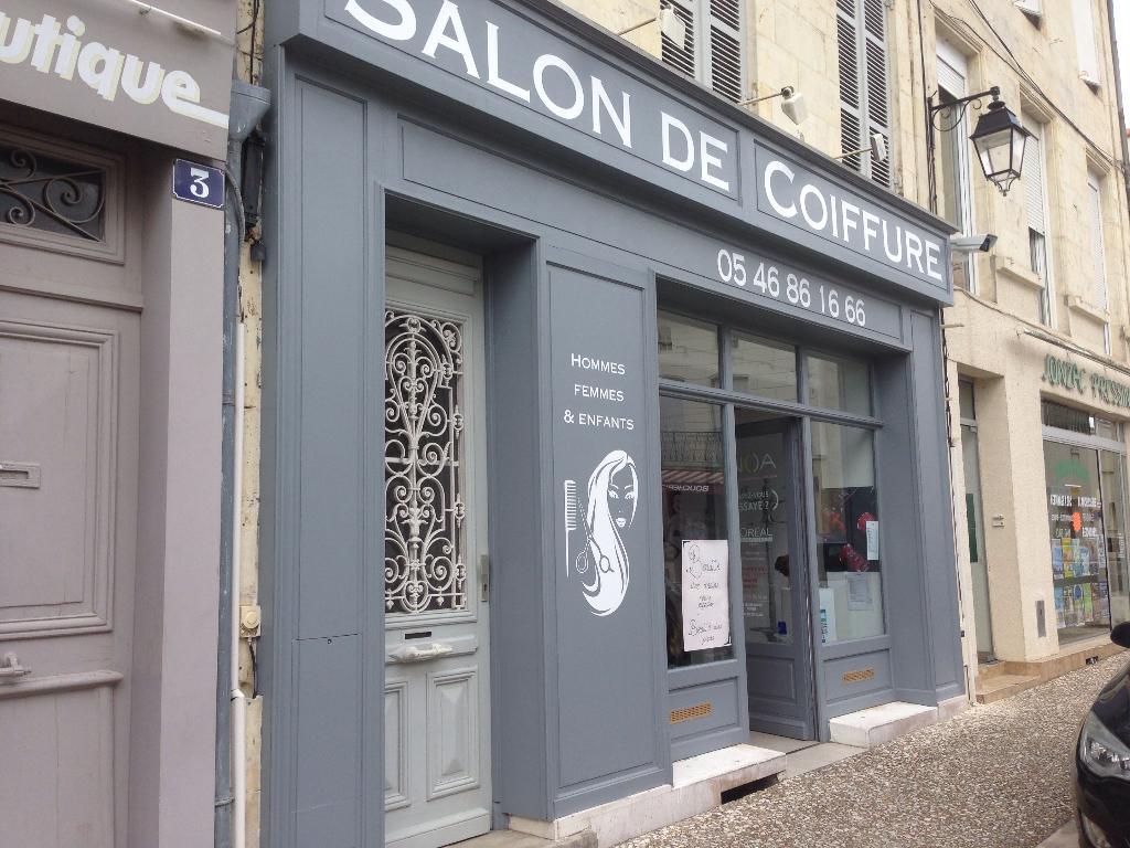 Salon de coiffure interview jonzac coiffures modernes et for Salon de ja