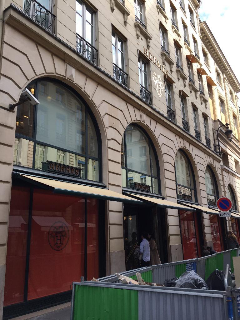 Hermès Sellier, 24 r Faubourg St Honoré, 75008 Paris - Maroquinerie  (adresse, horaires, avis) 34f20f98f3f