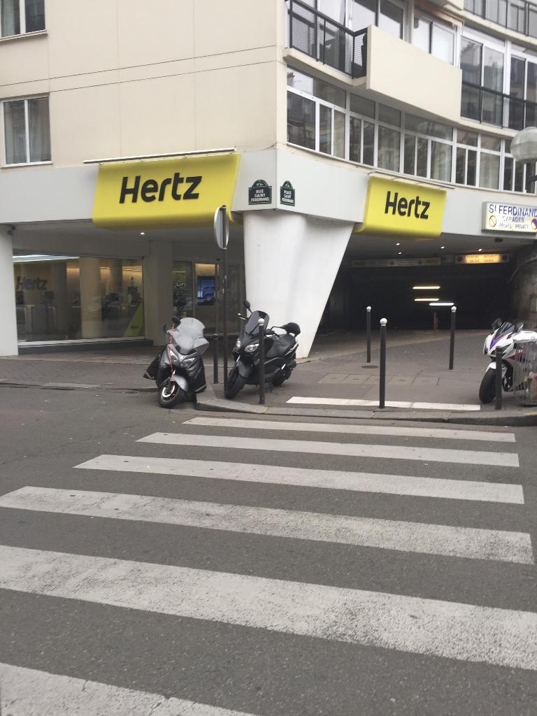 hertz france location d 39 automobiles de tourisme et d 39 utilitaires 27 place saint ferdinand. Black Bedroom Furniture Sets. Home Design Ideas