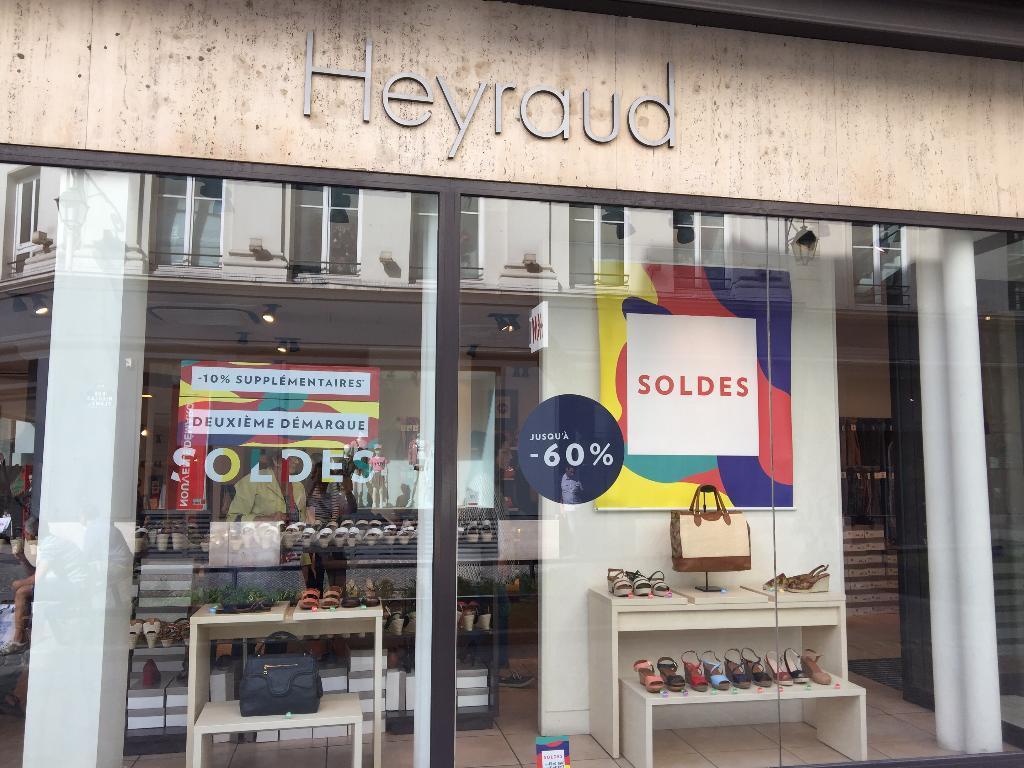 Rue Horaire 90 Chaussures Rivoli Heyraud Adresse Paris 75004 6wSqn