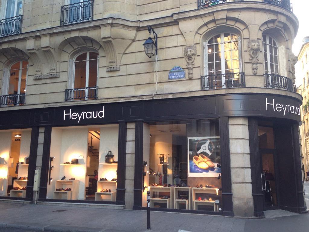 Heyraud, 23 r Four, 75006 Paris - Magasin de chaussures (adresse, horaires) 9b7dd8352c63