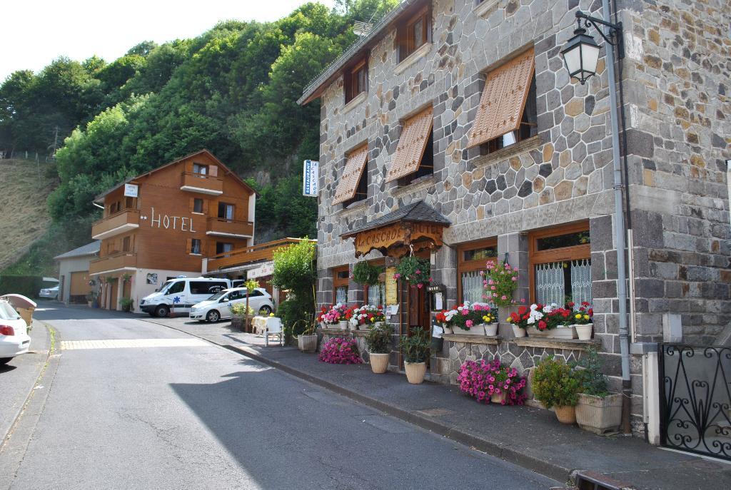 Hotel restaurant la cascade h tel le bourg 63210 for Restaurant la cascade