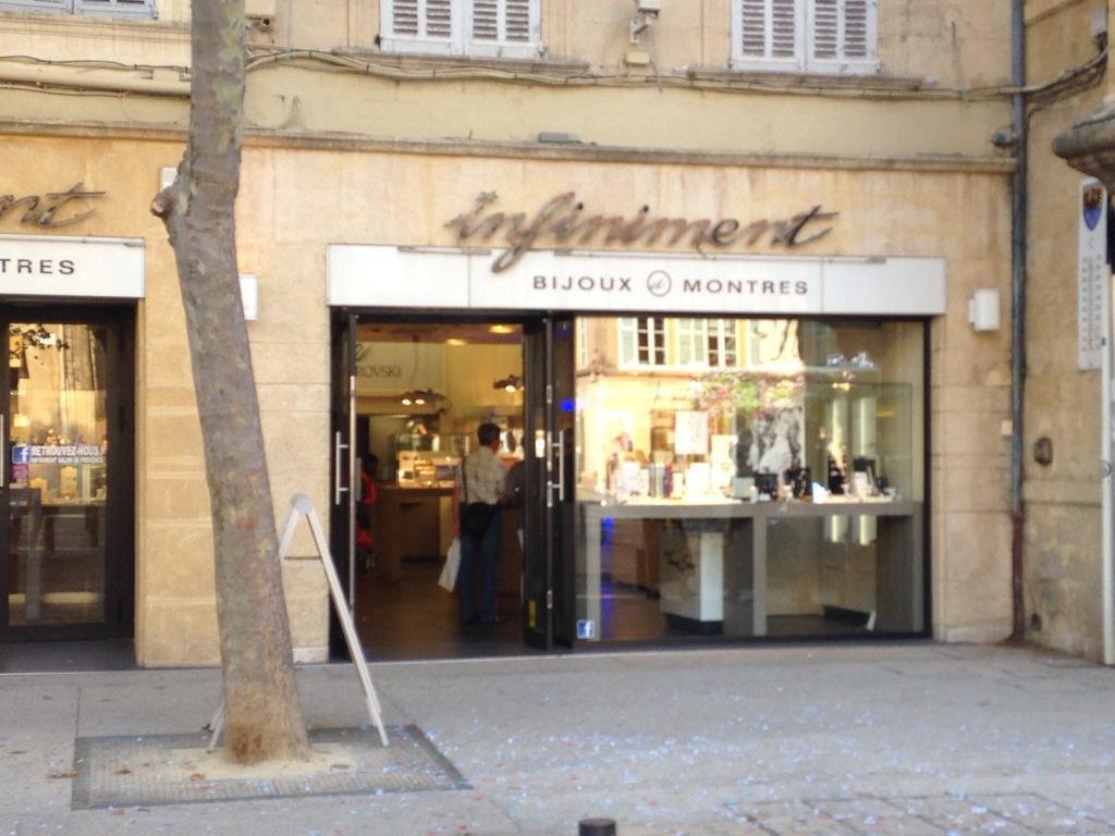 Bijouterie infiniment bijoux 118 place h tel de ville for 13300 salon de provence
