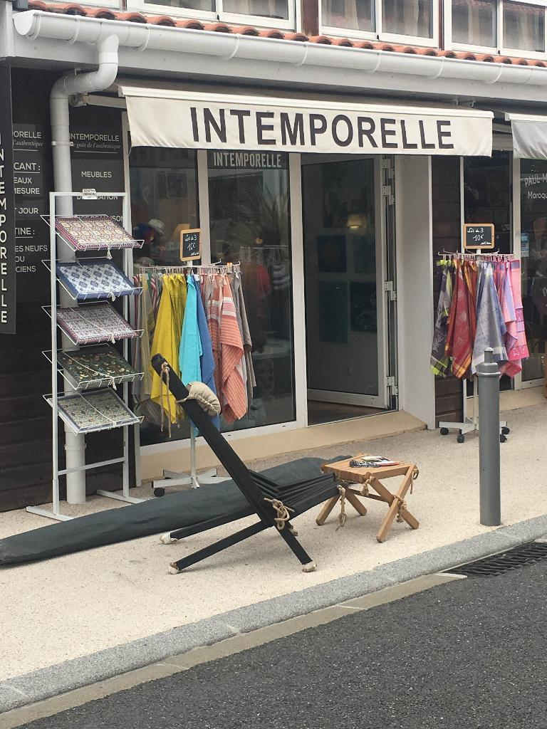 intemporelle magasin de meubles 24 rue g n ral de gaulle 40130 capbreton adresse horaire. Black Bedroom Furniture Sets. Home Design Ideas