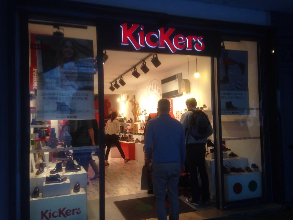 24976f5acd900a Kickers, 3 r Palais, 17000 La Rochelle - Magasin de chaussures (adresse,  horaires)