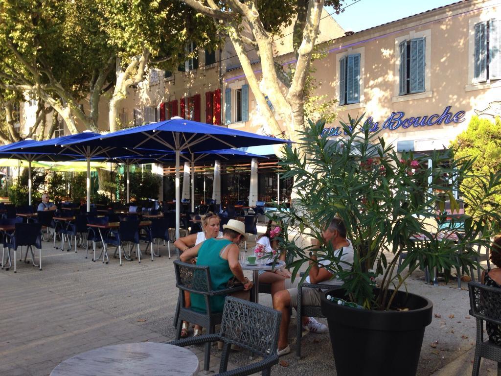 L 39 eau a la bouche restaurant place jules morgan 13300 - Restaurant salon de provence la table du roy ...