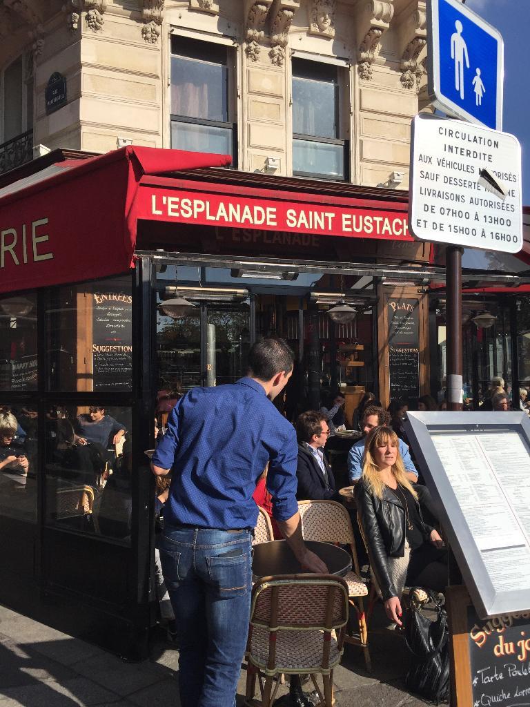 l 39 esplanade saint eustache restaurant 1 rue de turbigo. Black Bedroom Furniture Sets. Home Design Ideas