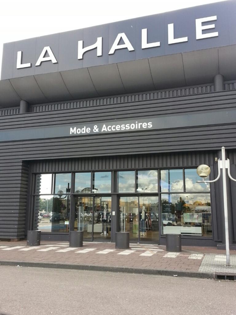 c52d7af1969 La Halle Mode et Accessoires Tourville la Rivière - Magasins de vêtement  (adresse