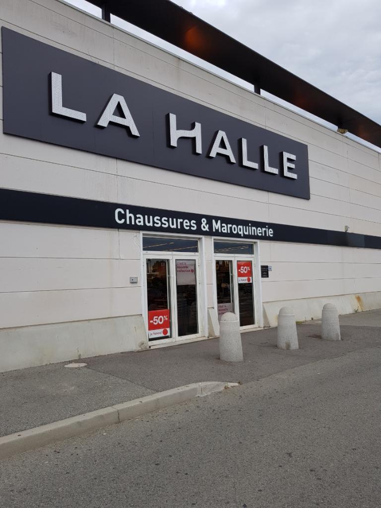 Et La Accessoires Vêtementadresse Magasins Mode Halle Fréjus De oxCBde