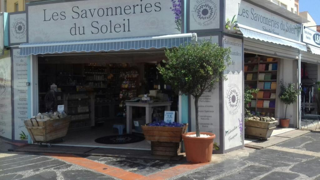 La maison du savon de marseille parfumerie 2 quai beaupre 34300 agde adresse horaire - Parfumerie salon de provence ...