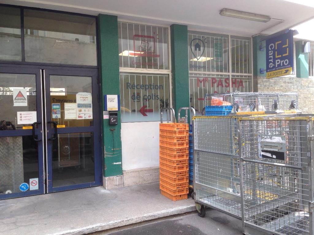 La poste envoi et distribution de courrier rue de moussy