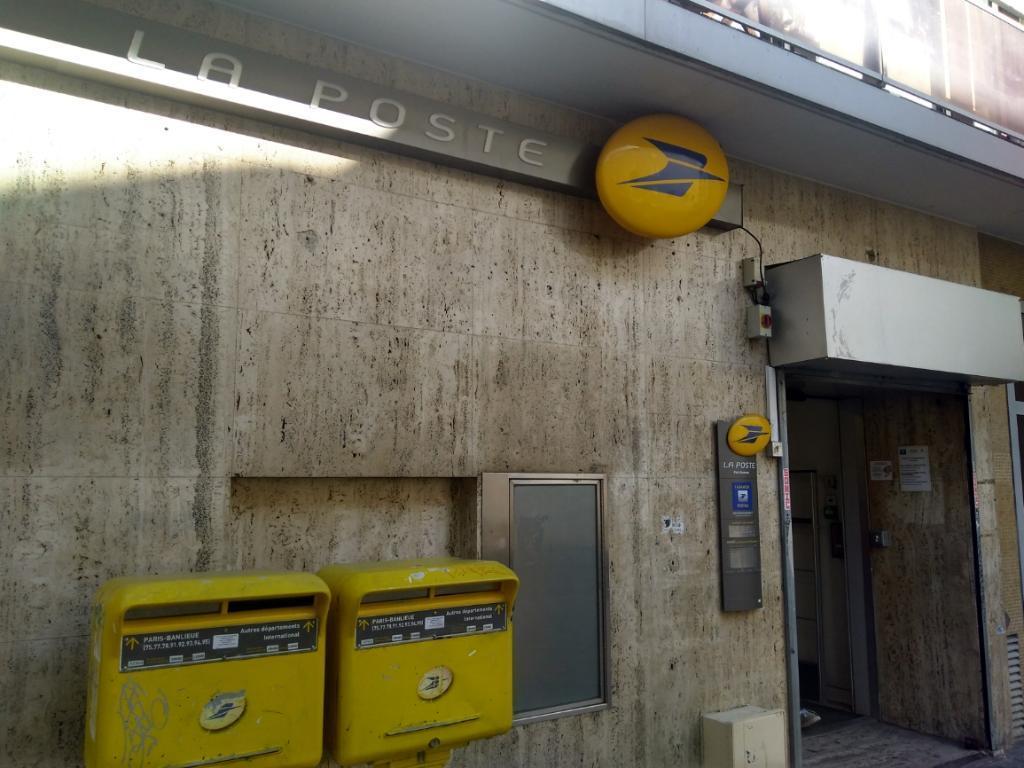 La poste envoi et distribution de courrier bis rue de