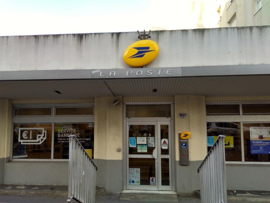 La poste envoi et distribution de courrier rue armand carrel