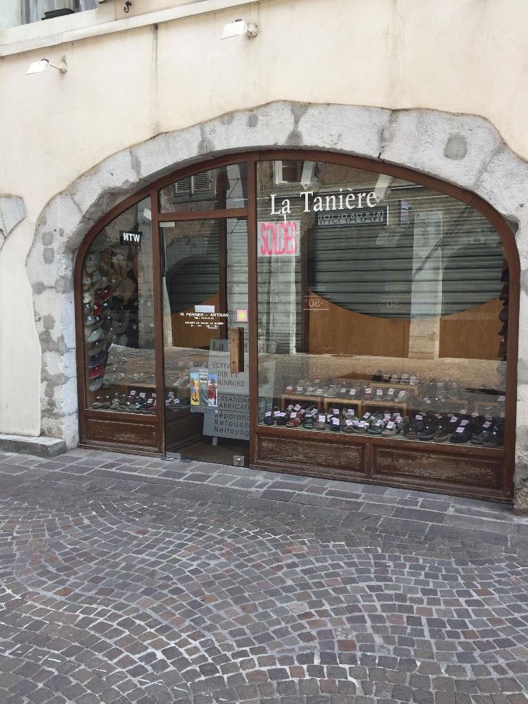 La tani re fourrures 53 rue juiverie 73000 chamb ry for Garage auto chambery