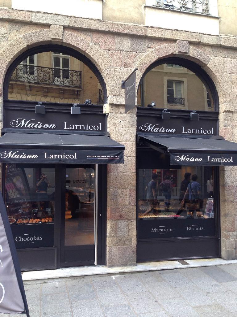 Larnicol chocolatier confiseur 13 rue le bastard 35000 for Horaire castorama rennes