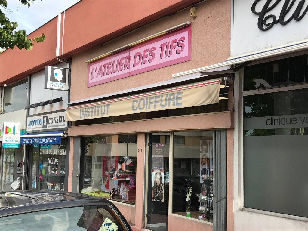 Latelier des tifs coiffeur 253 avenue jean jaur s 69150 for Garage bobigny avenue jean jaures