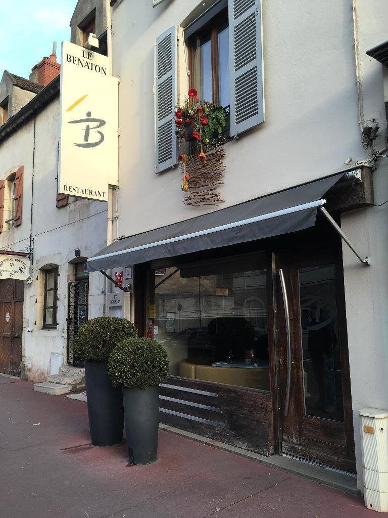 Le benaton restaurant 25 rue faubourg bretonni re 21200 for Porte 60 hotel dieu sherbrooke