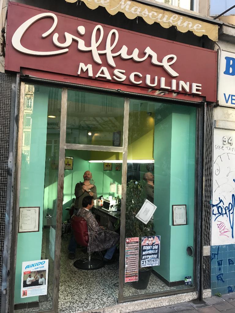 Cherche coiffeur homme