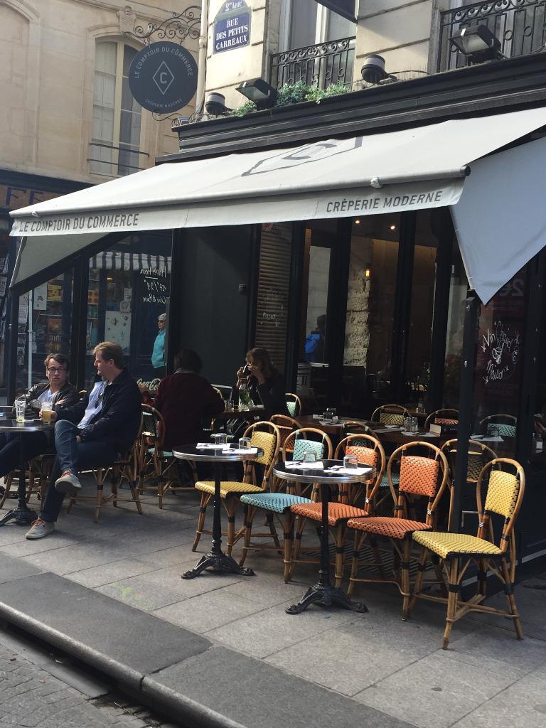 petisal restaurant 1 rue des petits carreaux 75002. Black Bedroom Furniture Sets. Home Design Ideas