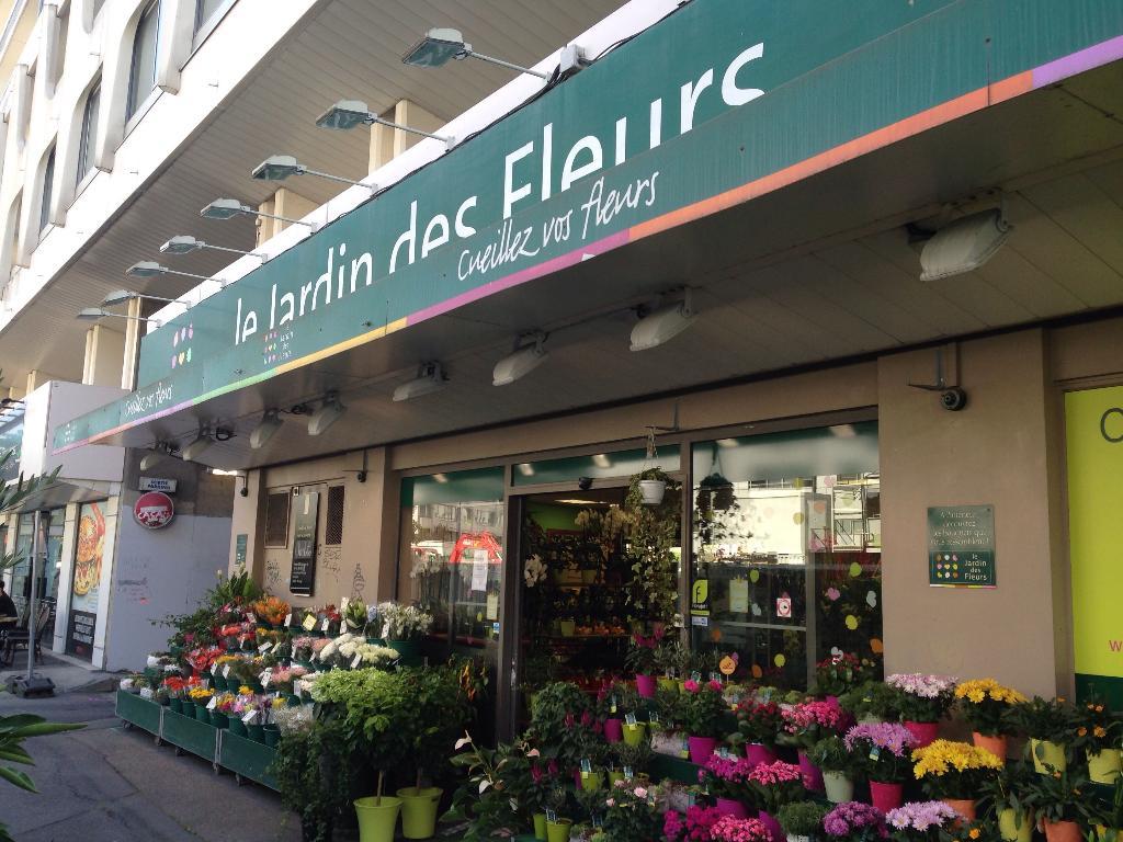 Le jardin des fleurs fleuriste 5 rue du puits mauger for Jardin 122 rue des poissonniers