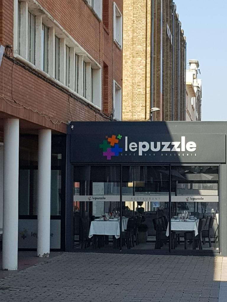 le puzzle restaurant 6 quai de la citadelle 59140. Black Bedroom Furniture Sets. Home Design Ideas