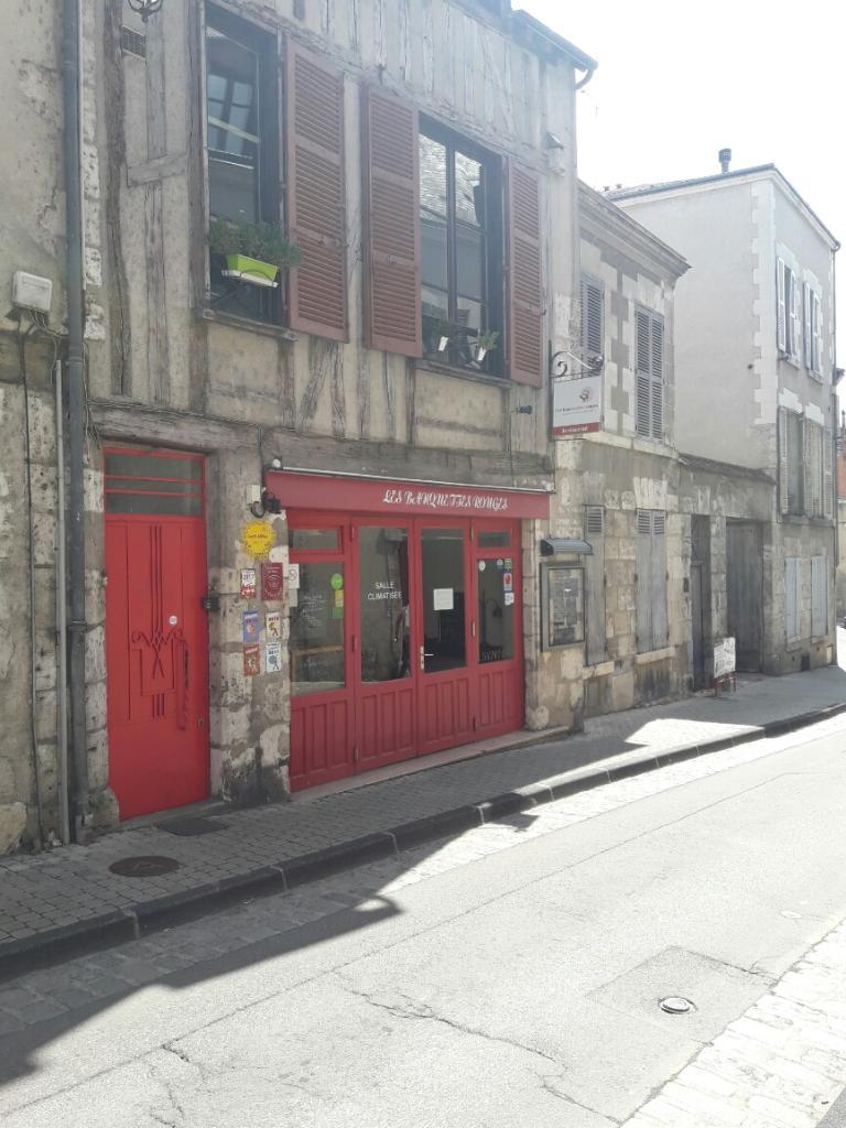 Les Banquettes Rouges - Restaurant  16 Rue Des Trois Marchands 41000 Blois