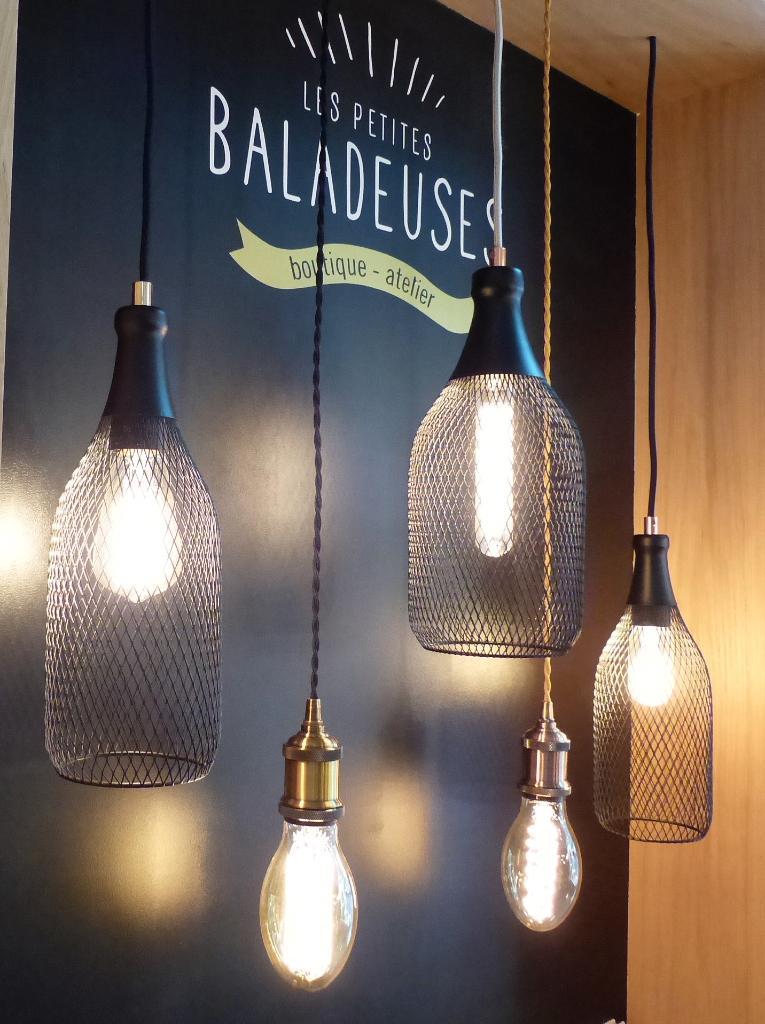 les petites baladeuses luminaires et abat jours 15 rue de verdun 44000 nantes adresse horaire. Black Bedroom Furniture Sets. Home Design Ideas