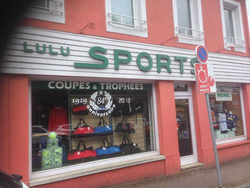 lulu sport magasin de sport 14 rue entre les deux portes 88000 pinal adresse horaire. Black Bedroom Furniture Sets. Home Design Ideas
