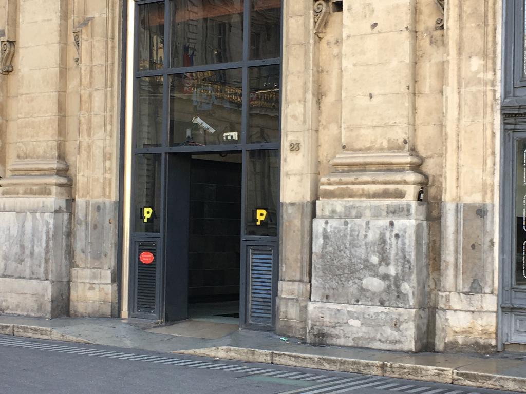 parc lpa terreaux exploitation de parkings 23 place des terreaux 69001 lyon adresse horaire. Black Bedroom Furniture Sets. Home Design Ideas