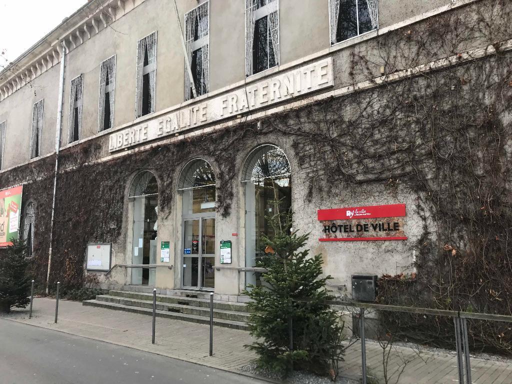 Mairie de la roche sur yon mairie place napol on 85000 - Piscine de la roche sur yon ...