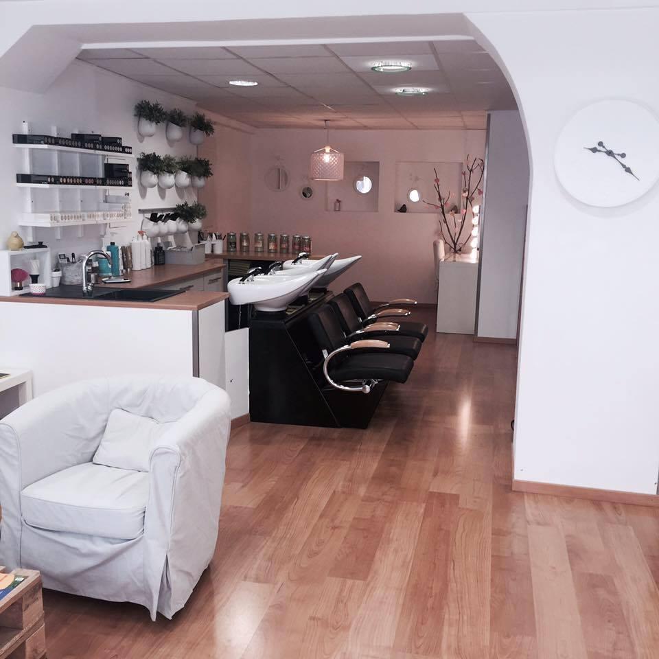 maison de coiffure coiffeur 30 grande rue 38150 roussillon adresse horaire. Black Bedroom Furniture Sets. Home Design Ideas