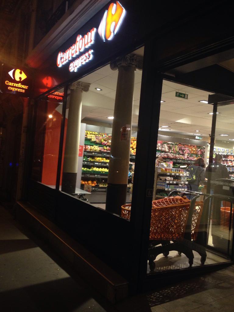 carrefour express supermarch hypermarch 69 rue de clichy 75009 paris adresse horaire. Black Bedroom Furniture Sets. Home Design Ideas