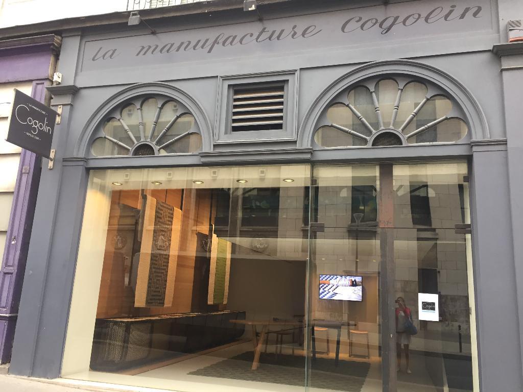 manufacture des tapis de cogolin tapis d 39 orient et d 39 artisanat 30 rue saints p res 75006. Black Bedroom Furniture Sets. Home Design Ideas