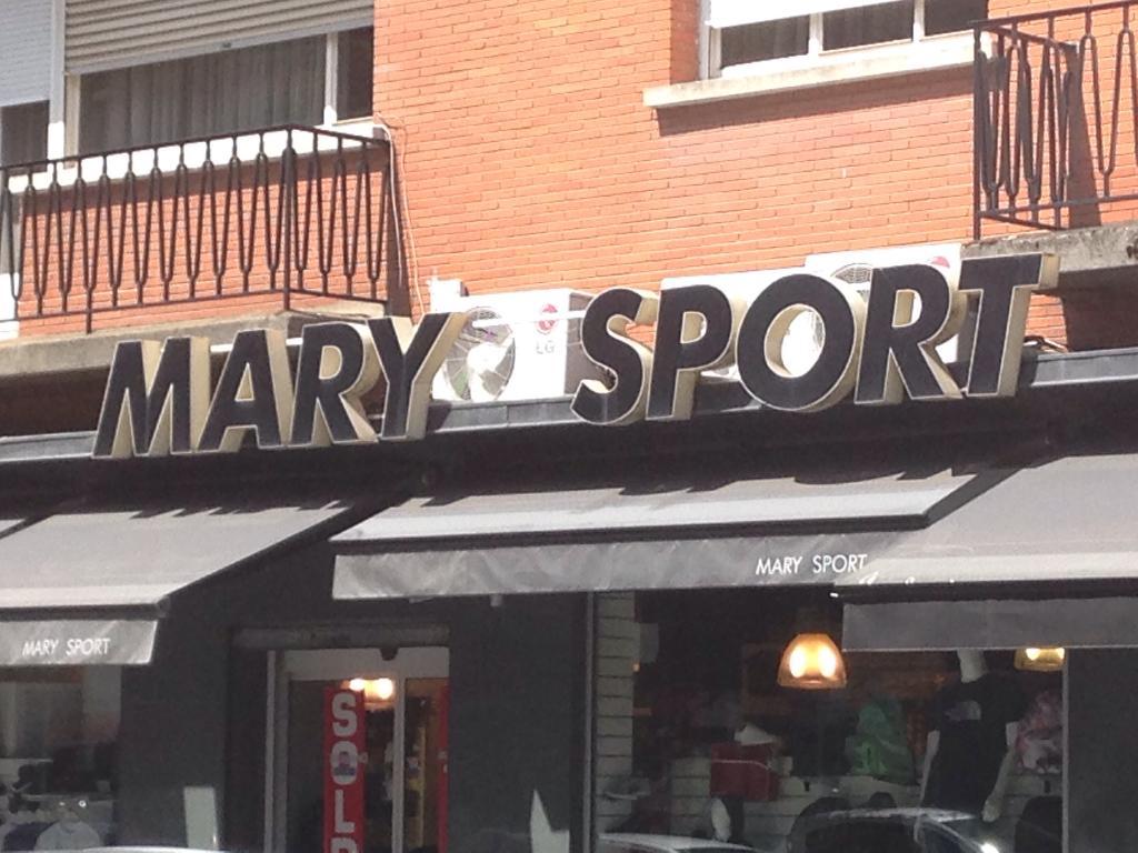 mary store magasin de sport 23 rue du quesnoy 59300 valenciennes adresse horaire. Black Bedroom Furniture Sets. Home Design Ideas