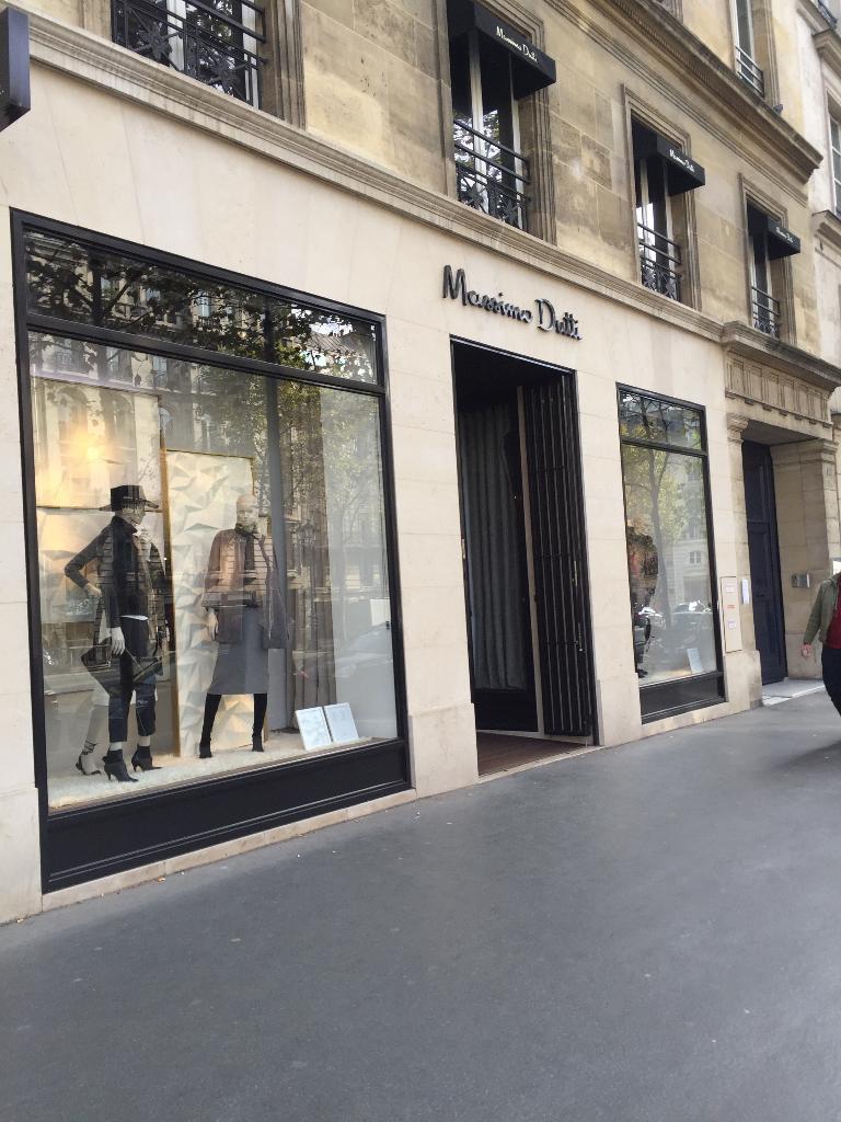 Massimo dutti france v tements femme 24 rue royale for Garage du faubourg le quesnoy