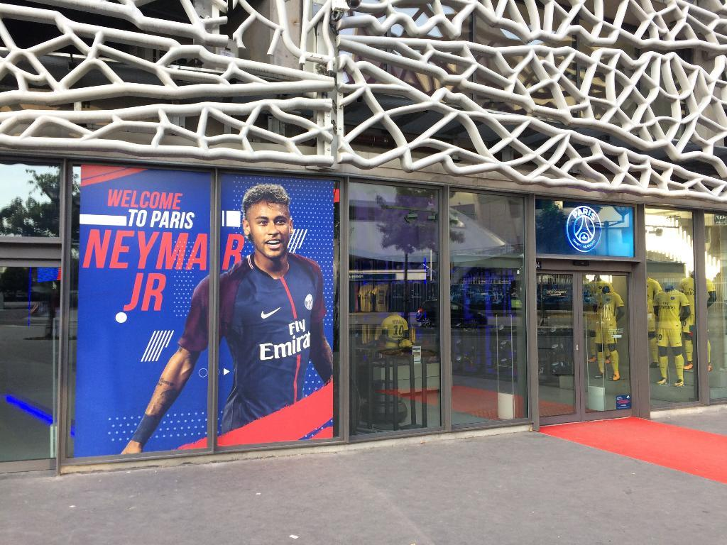 Megastore paris saint germain magasin de sport 24 rue claude farr re 75016 paris adresse - Parking porte de saint cloud ...