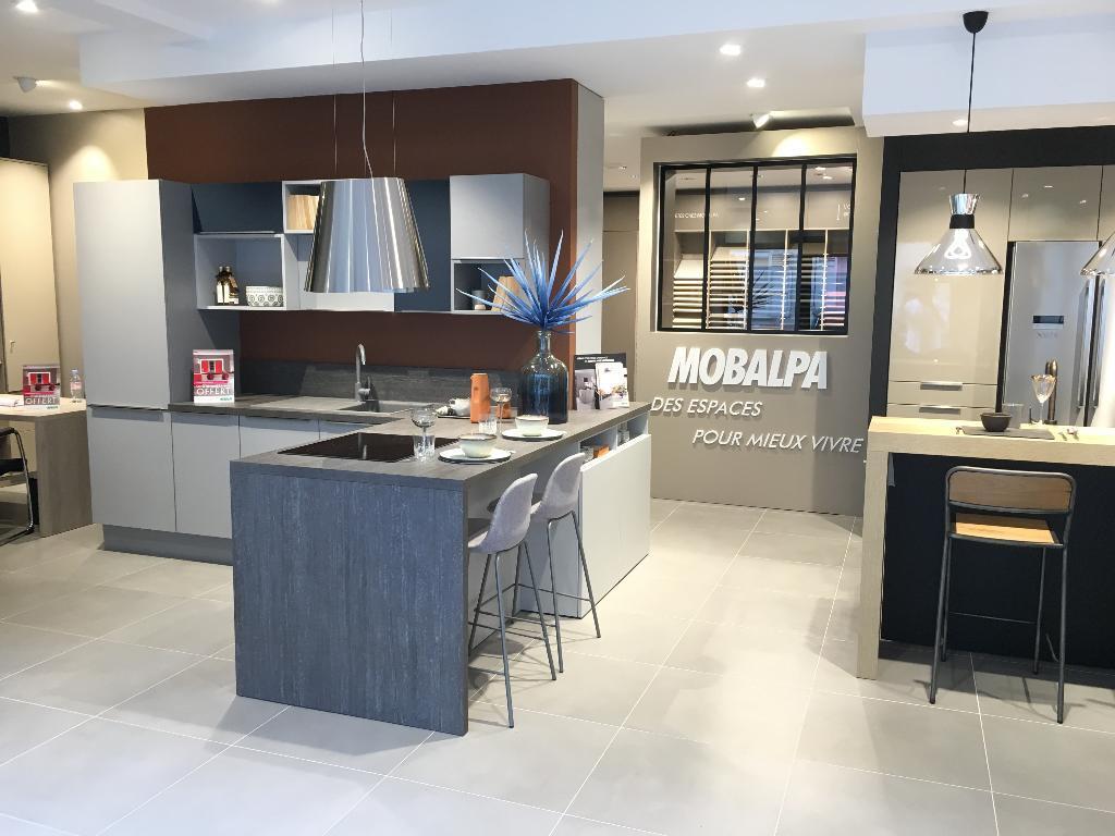 mobalpa montpellier plafond decoratie nantes with mobalpa montpellier avis with mobalpa. Black Bedroom Furniture Sets. Home Design Ideas