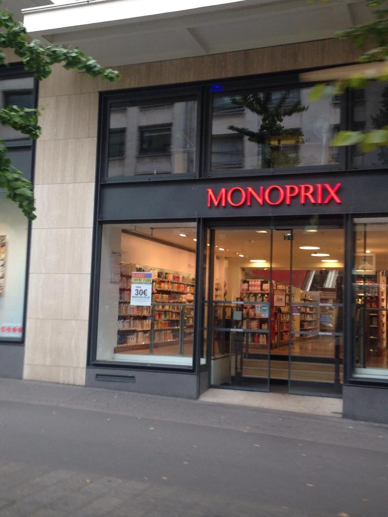 monoprix nantes c supermarch hypermarch 2 rue calvaire 44000 nantes adresse horaire. Black Bedroom Furniture Sets. Home Design Ideas