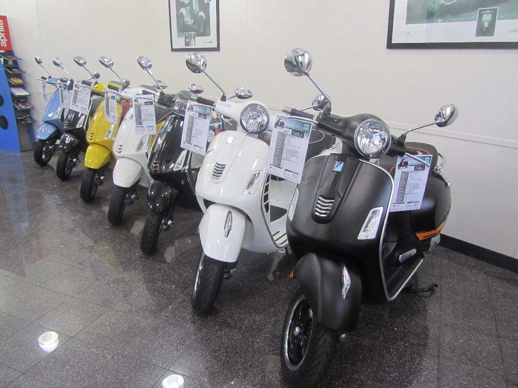 Moto Center 34 Agent Concessionnaire Motos Et Scooters 5 Place