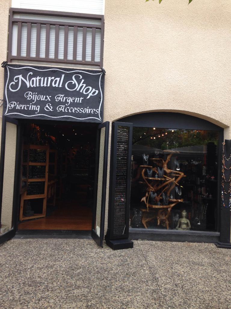 natural shop deco magasin de meubles 226 rue tamaris 40600 biscarrosse adresse horaire. Black Bedroom Furniture Sets. Home Design Ideas