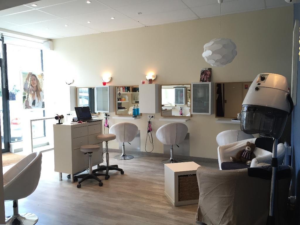 Salon de coiffure n hair j coiffeur 37 bis rue g n ral for Salon de ja