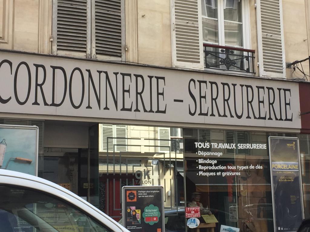 cl minute paris 8e arrondissement trouvez un. Black Bedroom Furniture Sets. Home Design Ideas