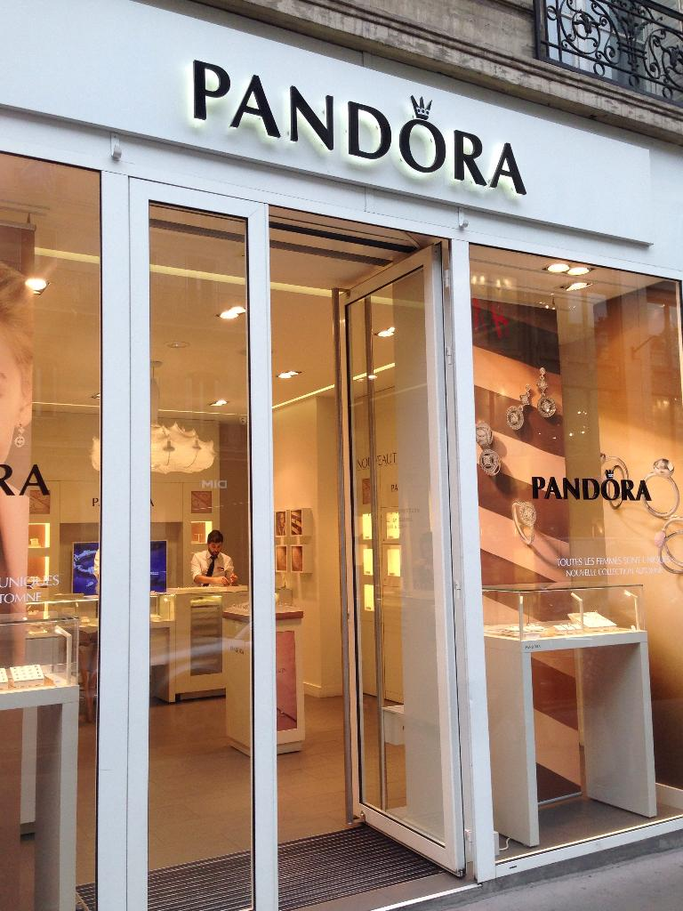 boutique pandora bijoux 132 rue de rennes 75006 paris adresse horaire. Black Bedroom Furniture Sets. Home Design Ideas