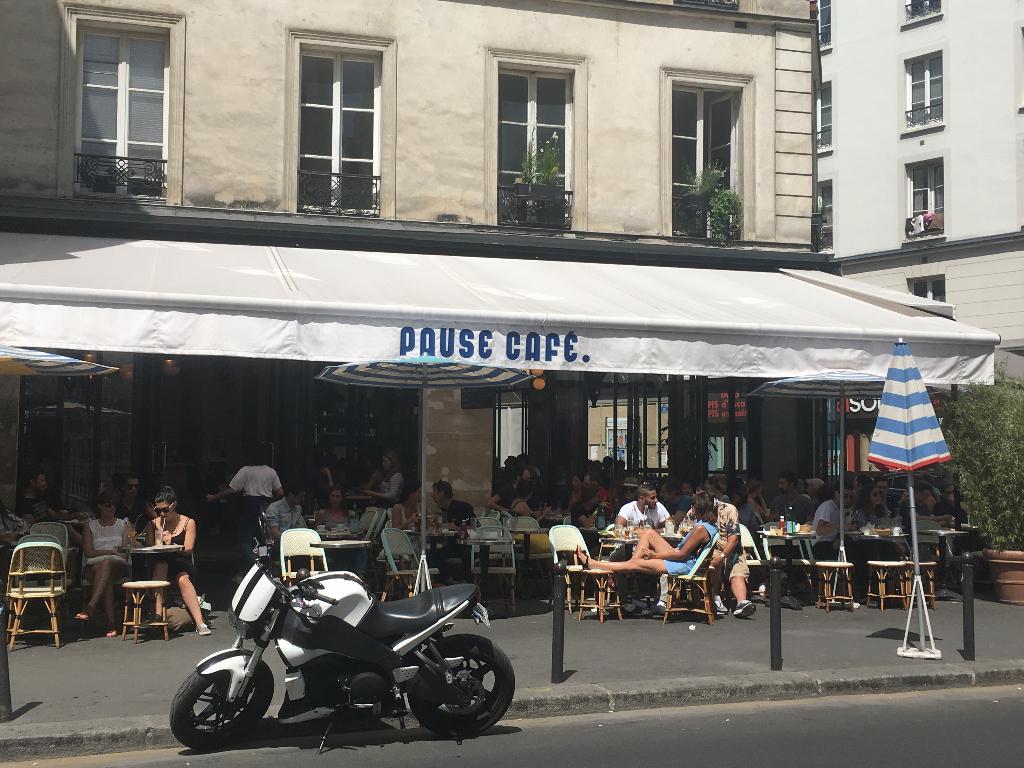 Pause caf bastille restaurant 41 rue charonne 75011 for Restaurant bastille terrasse