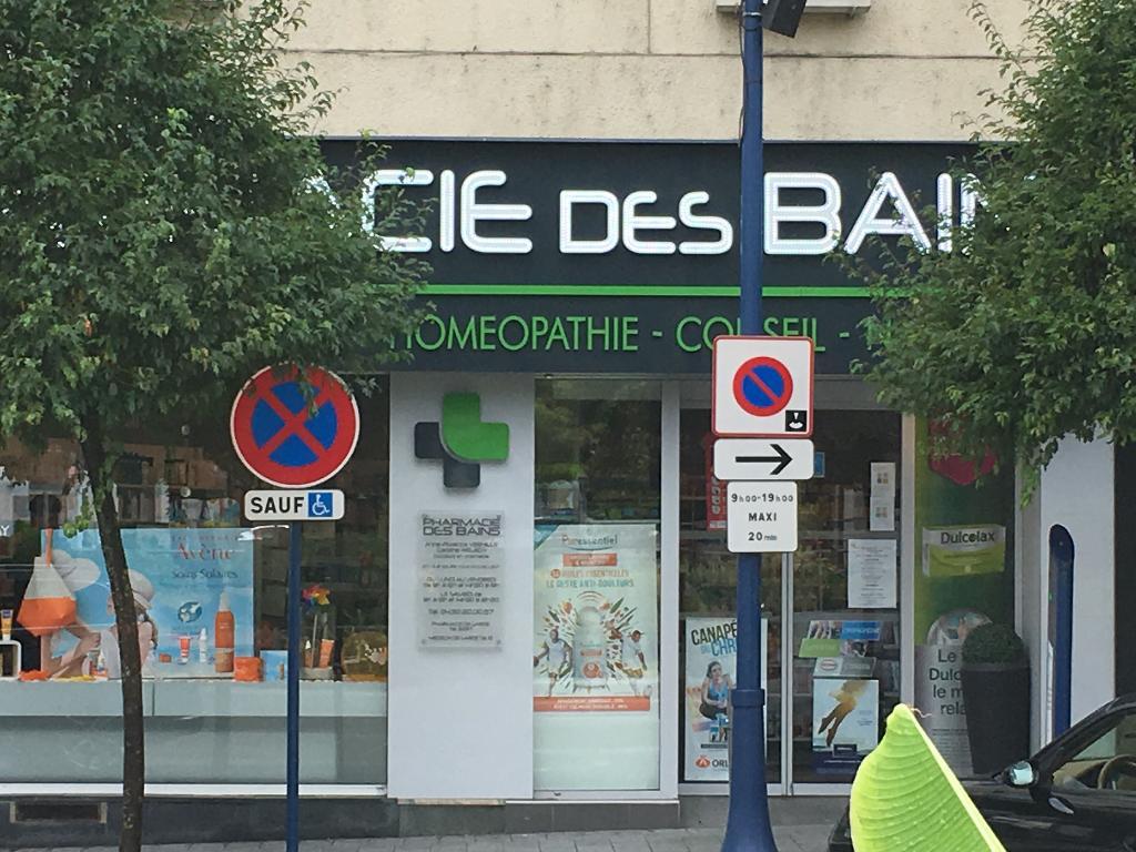 Pharmacie des bains pharmacie 31 rue des bains 01220 for Rue des bains