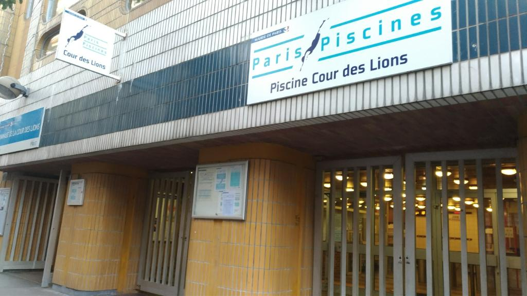 Piscine cour des lions infrastructure sports et loisirs for Garage oberkampf parking