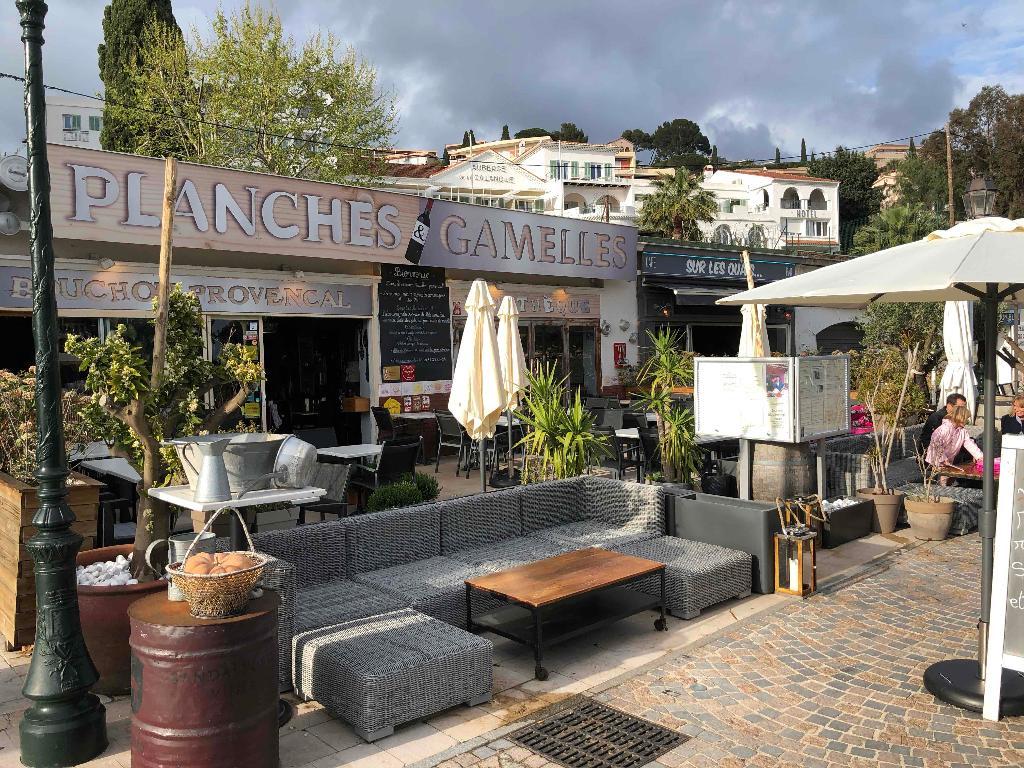 Planches et gamelles restaurant 46 quai baptistin pins 83980 le lavandou adresse horaire - Restaurant le lavandou port ...