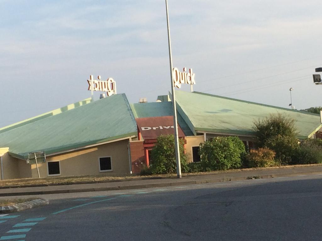 Quick restaurant centre commercial la rigourdi re 35510 - Centre commercial cesson ...